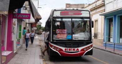 La Línea 5 retoma su servicio en barrio Mosconi